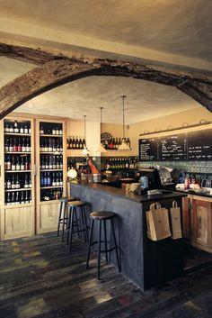 Après le restaurant Septime, puis la cave à vins, Bertrand Grébaut continue de coloniser la rue de Charonne, dans le 11e, avec un bistrot ma...