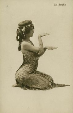 La Sylphe, Americandancer, Edith Lambelle Langerfeld 1883-1968.1st stage dance @ 14yrs, 1st danced a version of  Salome in NY 1899.Early career, vaudeville, Alhombe Th. In London, Folies Bergere 1907-08.  Perfected Salome, contortionist noted for her muscle dance,( appeared boneless.) member Amer. Ballet Guild 1930.  American dances more tame than European & admitted Salome Dance would have been more accurate in oriental style.ALady