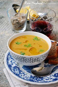 SPICY SYRIAN-STYLE LENTIL SOUP rosas-yummy-yums.blogspot.com/2012/06/spicy-syrian-style-lentil-soup-soupe-de.html