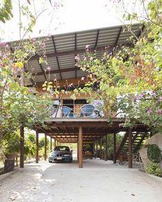 New Design Studio Interior Decks Ideas Modern Tropical House, Tropical House Design, Tropical Houses, Bamboo House Design, Modern House Design, Thai House, House On Stilts, Rest House, Interior Design Studio