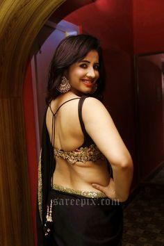 niir-arora-in-backless-saree-blouse-photos