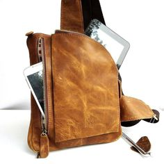 Sacoche pour tablette en cuir fait main