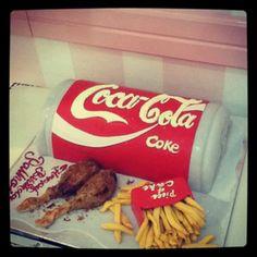 Cool Coca Cola cake!! Coke Cake, Coca Cola Cake, Coca Cola Kitchen, Cake In A Can, Always Coca Cola, World Of Coca Cola, Different Cakes, Creative Cakes, Cupcake Cakes