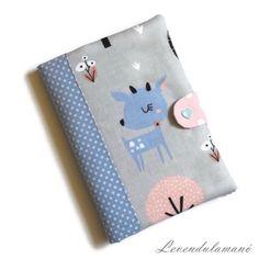 Kék őzike Egészségügyi kiskönyv borító, Otthon & Lakás, Papír írószer, Könyv- és füzetborító, Meska Coin Purse, Purses, Wallet, Decor, Handbags, Decoration, Decorating, Purse, Bags