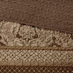 Bring a fresh new look into your space with this Madison Park Venetian bedspread set. In brown.