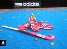 Zapatillas y palo de hockey,  hermososs♡