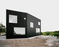 Located outside Gothenburg, Sweden, House Tumle – designed by Johannes Norlander Arkitektur – exemplifies the meaning of black and white living. With an area of 168 square meters, the two-story building is profoundly distinctive as it perches on a knoll overlooking the North Sea.