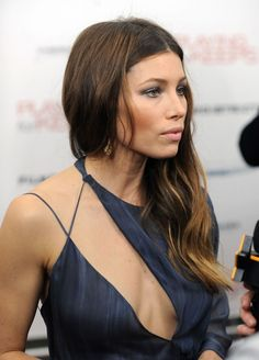 Jessica Biel style is gorgeous. That's why we shared her images where she wore a blue gown. Jessica Biel dress is a wonderful idea for wedding dresses. Jessica Biel And Justin, Jessica Alba, Jessica Mauboy, Beautiful Celebrities, Beautiful Actresses, Christian Vadim, Ombre Look, Actress Jessica, Justin Timberlake