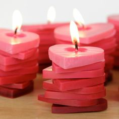 DIY candles: make something very special out of old candle scraps %%page%% - Architecture E-zine Diy Candles Scented, Gel Candles, Homemade Candles, Mason Jar Candles, Candle Wax, Soy Wax Candles, Candels, Glow Jars, Diy Crayons