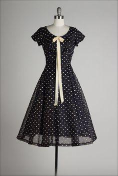 https://www.etsy.com/fr/listing/194954263/vintage-1950s-dress-navy-blue-chiffon?ref=shop_home_active_2