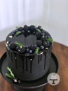 Black ganache drip cake- I'm a fan of this picture because I never seen a perfect looking cake of this sort. It's a beautiful cake and I want a piece. Food Cakes, Cupcake Cakes, Pretty Cakes, Beautiful Cakes, Amazing Cakes, Ganache Torte, Drip Cakes, Fancy Cakes, Creative Cakes