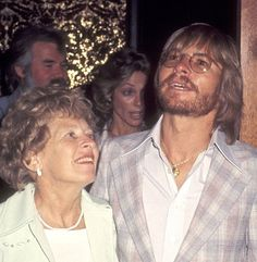 John Denver and mother Erma Swope , 1977 at the Golden Nugget Hotel and Casino in Las Vegas, Nevada.