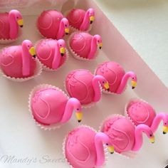 Flamingo Cake Pops or petifours Flamingo Cupcakes, Pink Flamingo Party, Flamingo Birthday, Pink Flamingos, Mini Cakes, Cupcake Cakes, Tropical Party, Luau Party, Party Sweets