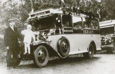 Autobus van Frans Veenstra, Bergum. Ford, carrosserie Hainje, Heerenveen.