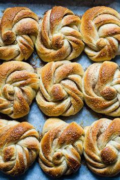 Danish Food, Desserts To Make, Sweet Bread, Doughnut, Bakery, Mad, Good Food, Goodies, Food And Drink