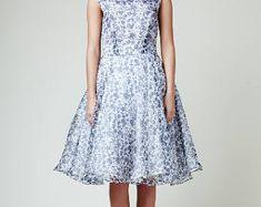 Mrs Pomeranz von MRSPOMERANZ auf Etsy Alternative Wedding Dresses, Vintage Style Dresses, Fashion Dresses, Vintage Fashion, Etsy, Fashion Show Dresses, Fashion Vintage, Vintage Style Outfits, Stylish Clothes