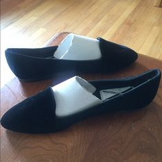 """NEW MOOTSIES TOOTSIES Black Flats sz 10 New, never worn. Black felt velvet-ish design. Some marks on the body. Slightly narrow width. ~11"""" insole. Open to offers through the offer button ☺️ Mootsies Tootsies Shoes Flats & Loafers"""