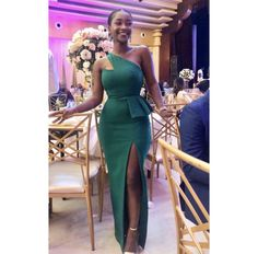 New Simple and Classy Asoebi Styles. Today,we compile a Simple and Classy Asoebi Styles fo African Wear Dresses, Latest African Fashion Dresses, African Print Fashion, African Attire, Dinner Gowns, African Lace Styles, Lace Dress Styles, Africa Dress, Classy Dress