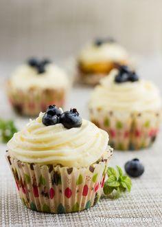 Receta de cupcakes de arándanos azules o cupcakes de blueberries, Con fotografías, consejos y sugerencias de degustación. Recetas de postres para el desayuno