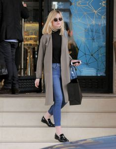 elle-fanning-casual-style-at-barney-s-in-los-angeles-ca-12-22-2015_1.jpg…