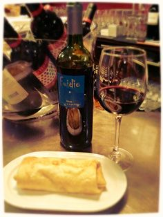 Rollo de pollo y queso, acompañado con Vino Joven Bodegas Fuidio - Mesón Asador Guinea, C/Albia de Castro Nº 1, #Logroño, #LaRioja, #Spain