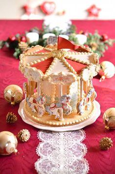 クリスマス当日は、いつもディナーの画像でしたけれど今年は、ローラのこれで。お菓子の家ならぬ、お菓子のメリーゴーランド。全部食べられる、アイシングを施した、...