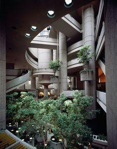 Neofuturist architect John Portman bet on cities just as people fled them…