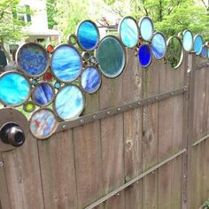 stained glass on fence gate Stained Glass Crafts, Stained Glass Patterns, Stained Glass Windows, Stained Glass Designs, Leaded Glass, Mosaic Art, Mosaic Glass, Fused Glass, Glass Beads