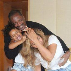 Mathew Knowles, Blue Ivy, and Beyoncé 😍😩