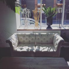 cream tufted couch cream tufted chairs available for rent @ https://hollidayflowers.com