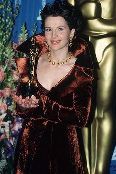 "Juliette Binoche - Best Supporting Actress Oscar for ""The English Patient"" Academy Award Winners, Oscar Winners, Academy Awards, Juliette Binoche, Celebrities Then And Now, Famous Celebrities, Kramer Vs Kramer, Oscar Speech, Julia Ormond"