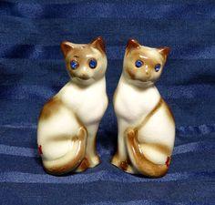 Vintage Siamese Cat Salt & Pepper Peru Nebraska by CurioCabinet, $9.00