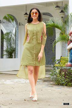 ideas for dress simple party long sleeve Modest Dresses, Trendy Dresses, Simple Dresses, Nice Dresses, Casual Dresses, Simple Kurti Designs, Kurta Designs, Indian Designer Outfits, Designer Dresses