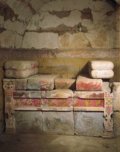 """Books/ The Royal Tombs of Aigai """" A macedonian tomb found in the necropolis of Aigai. There is a mural with the deceased posed as a """"hero"""" being crowned by a woman. The figure of Alexander the Great,. Ancient Egyptian Art, Ancient Aliens, Ancient Rome, Ancient Greece, Ancient Architecture, Art And Architecture, Greece History, Mycenae, European History"""