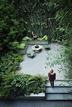 Small urban garden design – ideas for the modern outdoor space - Decoration 4 Vertical Gardens, Small Gardens, Outdoor Gardens, Outdoor Patios, Vertical Planting, Modern Gardens, Outdoor Sheds, Diy Garden, Dream Garden