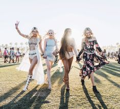 So good to reunite and meet up with these girls on Day all who I've become friends with thanks to. Festival Looks, Festival Wear, Festival Outfits, Festival Fashion, Coachella Looks, Coachella 2016, How To Pose, Boho Fashion, Fashion Trends