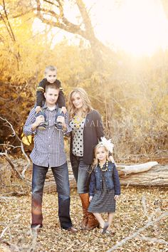 Fall family photos--love the same colors/different patterns on mom & dad's shirts. Family Photos What To Wear, Fall Family Pictures, Fall Photos, Cute Pictures, Fall Pics, Family Portrait Photography, Image Photography, Family Portraits, Family Photo Sessions
