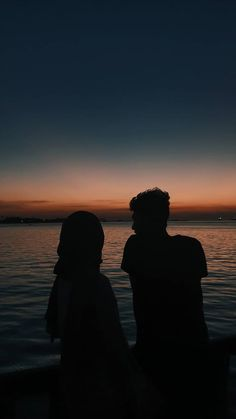 Watching the last surge of the dying light piercing the incoming darkness, inspiring! Muslim Couple Photography, Boy Photography Poses, Cute Couple Art, Cute Couple Pictures, Cute Muslim Couples, Cute Couples Goals, Couple Aesthetic, Aesthetic Pictures, Cover Wattpad