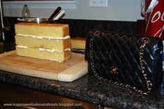 Tutorial Sugar Sweet Cakes and Treats: Chanel Classic Handbag Cake Chanel Torte, Chanel Cake, Chanel Cupcakes, 3d Cakes, Fondant Cakes, Cupcake Cakes, Cake Decorating Techniques, Cake Decorating Tutorials, Decorating Ideas
