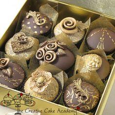 LUXURY CHRISTMAS CUPCAKES by the creative cupcake academy