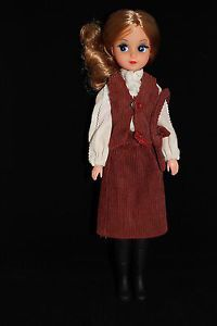 Otto-Simon-FLEUR-auburn-haired-doll-in-1232-corduroy-outfit-Dutch-Sindy-80s