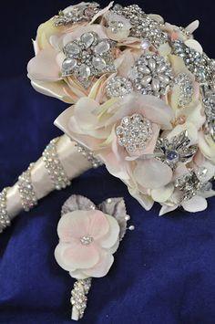 Blush Hydrangea and Matching Boutonniere #BroochBouquet #BridalBouquet