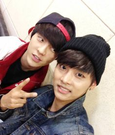 OMG Minhyuk of BTOB and N from Vixx *insert fangirl emoji*