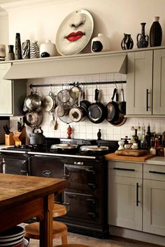 The home of Sue Timney, interior and textile designer, in Deal, Kent (photography: Allun Calendar) love it but the lips plate and decor up top is weird. Dining Area, Kitchen Dining, Earthy Kitchen, Aga Surround, Kitchen Shelves, Kitchen Pantry, Kitchen Ideas, Aga Cooker, Cottage Kitchens