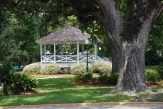 Gazebo in the Park, Ocean Springs, MS - Click to close image, click and drag to move. Use arrow keys for next and previous.