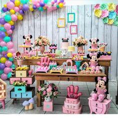 """1,636 curtidas, 14 comentários - Fabiola Teles (@encontrandoideias) no Instagram: """"Festa Minnie @magicdecoracoes #encontrandoideias #blogencontrandoideias #festaminnie"""""""