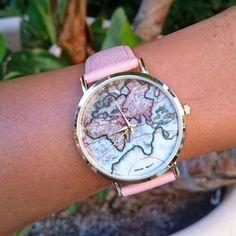 La montre tendance 2018. Superbe montre, unique en son genre. Mouvement à trois aiguilles.    Un jolie montre qui sublimera vos poignets en un clin d'oeil!!!    La montre parfaite pour cette saison!    Emballage cadeau offert!