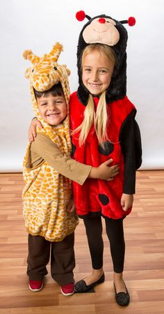 Adorable kids costumes for Halloween! Giraffe, ladybug, lion, butterfly, and… Homemade Halloween Costumes, Halloween Crafts, Fun Arts And Crafts, Diy Crafts, Cute Costumes, Cute Kids, Ladybug, Giraffe, Party Themes
