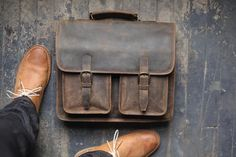 Custom Danbury Men's Leather Messenger Bag