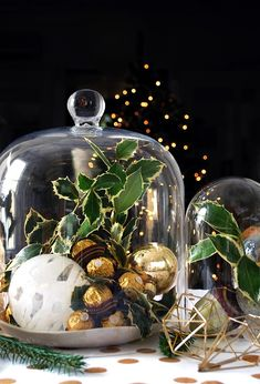 How to set your table with a stunning gold Christmas theme.